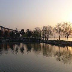 Отель Tongli Lakeview Hotel Китай, Сучжоу - отзывы, цены и фото номеров - забронировать отель Tongli Lakeview Hotel онлайн приотельная территория