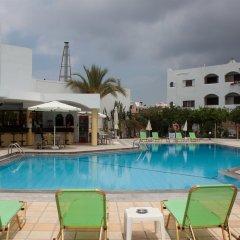 Hotel Malia Holidays бассейн