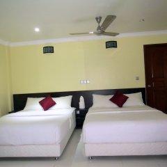 Отель Coral Queen Inn Мале сейф в номере