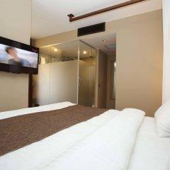 Отель Juliet Rooms & Kitchen сейф в номере