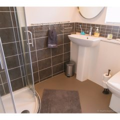 Отель Amazing One-bedroom Flat, Close to Brighton Beach ванная