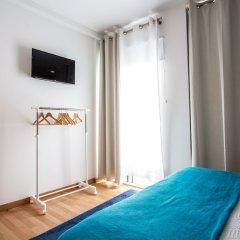 Отель Central Guest House Понта-Делгада сейф в номере