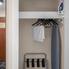 Отель Fairfield Inn And Suites By Marriott Columbus West Колумбус сейф в номере