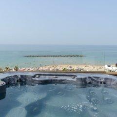 Gordon Hotel & Lounge бассейн