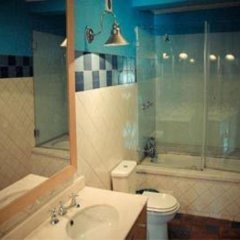 Отель Oasis Backpackers' Mansion Lisbon Лиссабон ванная фото 2