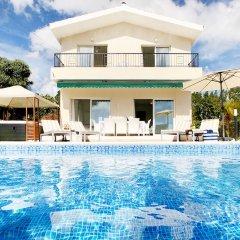 Отель Villa Silverline бассейн