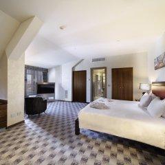 Отель Hilton Milan Милан сейф в номере