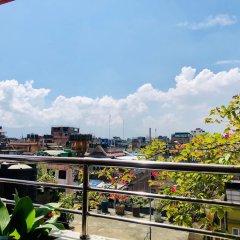 Отель Backyard Hotel Непал, Катманду - отзывы, цены и фото номеров - забронировать отель Backyard Hotel онлайн балкон