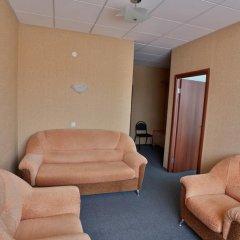 Гостиница Нефтяник в Тюмени 1 отзыв об отеле, цены и фото номеров - забронировать гостиницу Нефтяник онлайн Тюмень комната для гостей