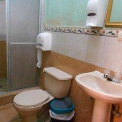 Hotel Marbella Копан-Руинас ванная
