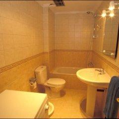 Отель Cala Apartments 3Pax 1D Испания, Гинигинамар - отзывы, цены и фото номеров - забронировать отель Cala Apartments 3Pax 1D онлайн ванная