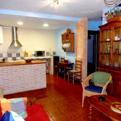 Отель House With 8 Bedrooms in Cenicientos, With Wonderful Mountain View and Furnished Terrace Эль-Баррако в номере