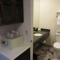 Отель Hilgard House Westwood Village сейф в номере
