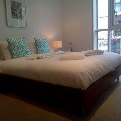 Апартаменты Still Life Tower Hill Apartments комната для гостей