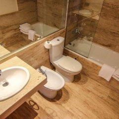 Отель Apartamentos S'Abanell Central Park Испания, Бланес - отзывы, цены и фото номеров - забронировать отель Apartamentos S'Abanell Central Park онлайн ванная фото 2