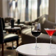 Отель Crowne Plaza JFK Airport США, Нью-Йорк - отзывы, цены и фото номеров - забронировать отель Crowne Plaza JFK Airport онлайн гостиничный бар