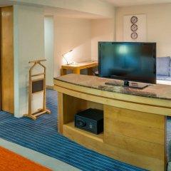 Отель Real Inn Perinorte Тлальнепантла-де-Бас сейф в номере