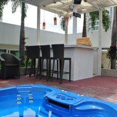 Отель FuramaXclusive Asoke, Bangkok Таиланд, Бангкок - отзывы, цены и фото номеров - забронировать отель FuramaXclusive Asoke, Bangkok онлайн бассейн фото 2