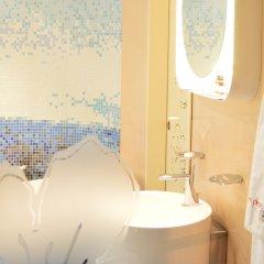 Отель Бутик Отель Ле Фльор Болгария, София - отзывы, цены и фото номеров - забронировать отель Бутик Отель Ле Фльор онлайн ванная