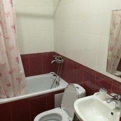 Гостиница V Gostyakh U Minasa Guest House в Сочи отзывы, цены и фото номеров - забронировать гостиницу V Gostyakh U Minasa Guest House онлайн ванная фото 2