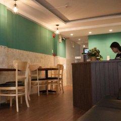 Отель The Prince of Whales Hostel & Bar Вьетнам, Хошимин - отзывы, цены и фото номеров - забронировать отель The Prince of Whales Hostel & Bar онлайн гостиничный бар