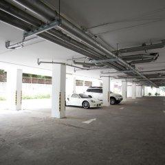 Отель Ratchy Condo Банг-Саре парковка