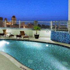 Landmark Premier Hotel бассейн