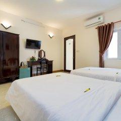 Отель Hoa Thu Homestay Хойан комната для гостей