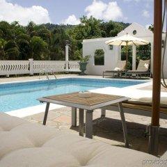 Отель Grenadine House бассейн