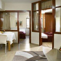 Lev Yerushalayim Израиль, Иерусалим - 2 отзыва об отеле, цены и фото номеров - забронировать отель Lev Yerushalayim онлайн комната для гостей