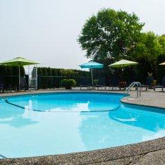 Отель Pacific Gateway Hotel Канада, Ричмонд - отзывы, цены и фото номеров - забронировать отель Pacific Gateway Hotel онлайн бассейн фото 2
