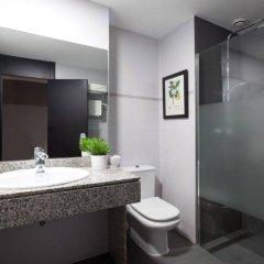 Отель Malcom and Barret Валенсия ванная фото 2