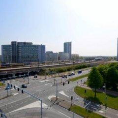 Отель Hampton by Hilton Amsterdam Airport Schiphol Нидерланды, Хофддорп - 1 отзыв об отеле, цены и фото номеров - забронировать отель Hampton by Hilton Amsterdam Airport Schiphol онлайн балкон