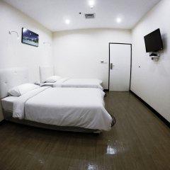 Отель Vplace Silom Бангкок комната для гостей фото 5