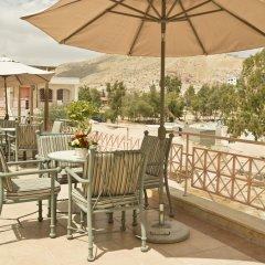 Отель Petra Guest House Hotel Иордания, Вади-Муса - отзывы, цены и фото номеров - забронировать отель Petra Guest House Hotel онлайн балкон