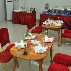 Отель Golden Kinnara Hotel Мьянма, Лашио - отзывы, цены и фото номеров - забронировать отель Golden Kinnara Hotel онлайн питание