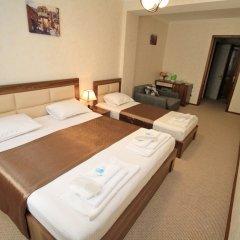 Отель Tiflis House сейф в номере