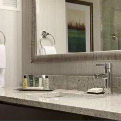 Отель Hilton New York JFK Airport США, Нью-Йорк - отзывы, цены и фото номеров - забронировать отель Hilton New York JFK Airport онлайн ванная фото 2