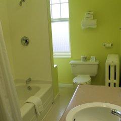 Отель James Bay Inn Hotel, Suites & Cottage Канада, Виктория - отзывы, цены и фото номеров - забронировать отель James Bay Inn Hotel, Suites & Cottage онлайн ванная