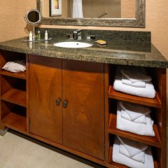 Отель DoubleTree by Hilton Carson ванная фото 2
