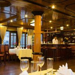 Отель V'Spirit Classic Cruises гостиничный бар