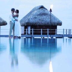 Отель Manava Beach Resort and Spa Moorea Французская Полинезия, Папеэте - отзывы, цены и фото номеров - забронировать отель Manava Beach Resort and Spa Moorea онлайн бассейн фото 2