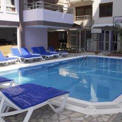 Rosella Hotel бассейн