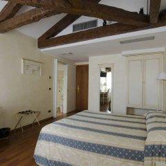 Hotel Do Pozzi сейф в номере