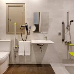Отель ILUNION Fuengirola Испания, Фуэнхирола - отзывы, цены и фото номеров - забронировать отель ILUNION Fuengirola онлайн ванная