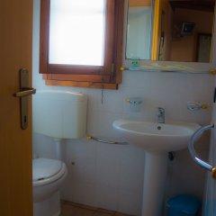 Отель Holiday Village Фонди ванная фото 2