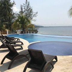 Paraiso Rainforest and Beach Hotel бассейн