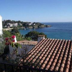 Отель Almadraba Playa 3000 Испания, Курорт Росес - отзывы, цены и фото номеров - забронировать отель Almadraba Playa 3000 онлайн пляж