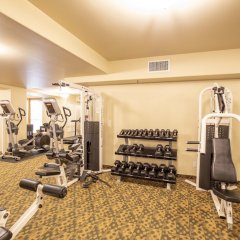 Отель Dolphin Bay Resort and Spa фитнесс-зал фото 3