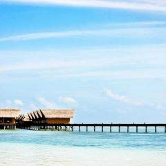 Отель Adaaran Prestige Ocean Villas Мальдивы, Северный атолл Мале - отзывы, цены и фото номеров - забронировать отель Adaaran Prestige Ocean Villas онлайн пляж фото 2